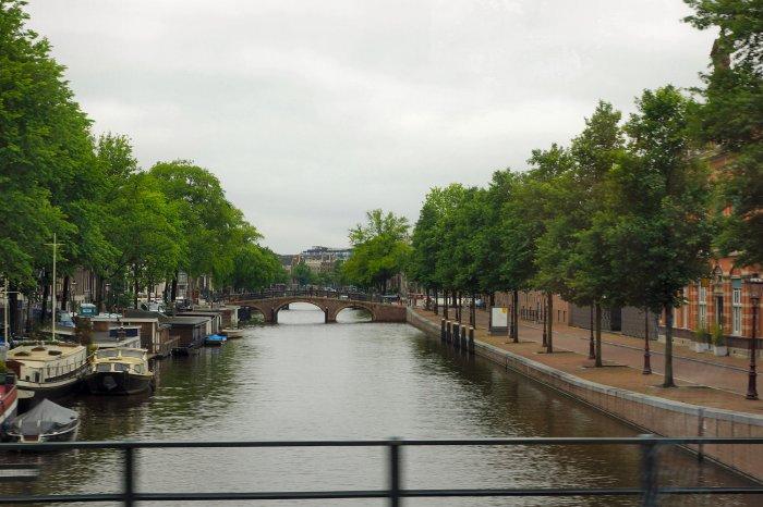 Amsterdamer Gracht mit Hausbooten