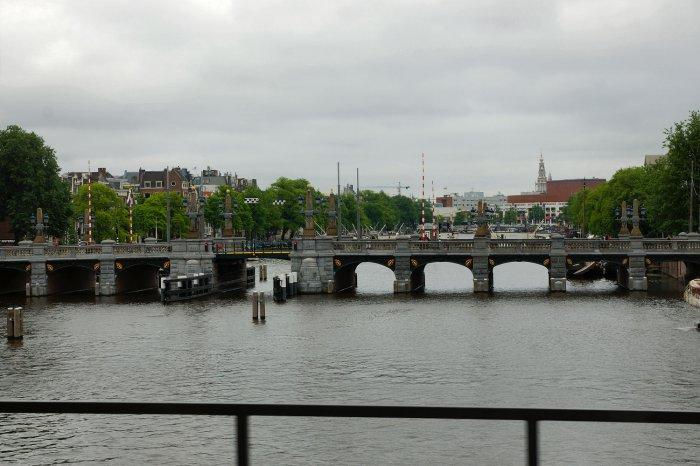 Blick über die Amstel im Stadtzentrum von Amsterdam