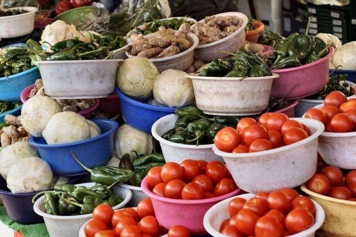 Gemüseschalen auf dem Haagse Markt