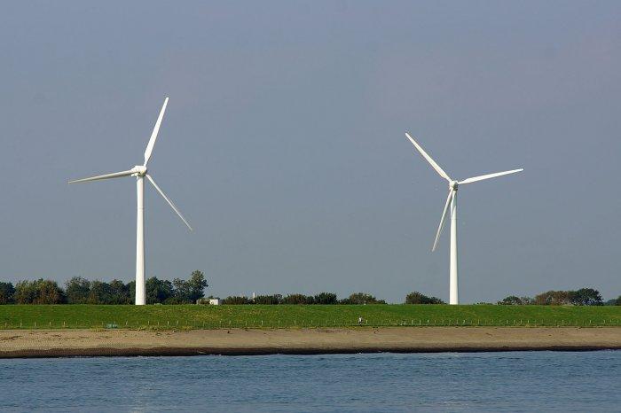 Windräder am Strand von Vlissingen