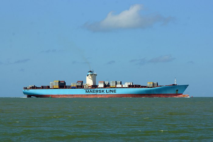 Fast leere Emma Maersk auf dem Weg nach Antwerpen
