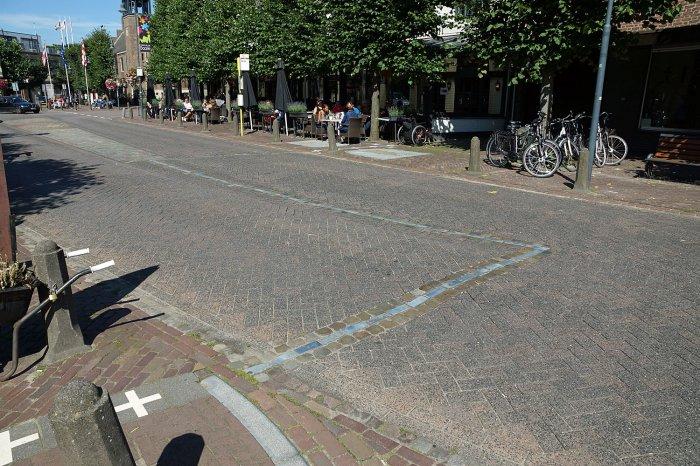 Grenzverlauf auf einer Straße in Baarle-Nassau bzw. Baarle-Hertog